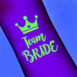 Pimedas helendav Team Bride tattoo krooniga